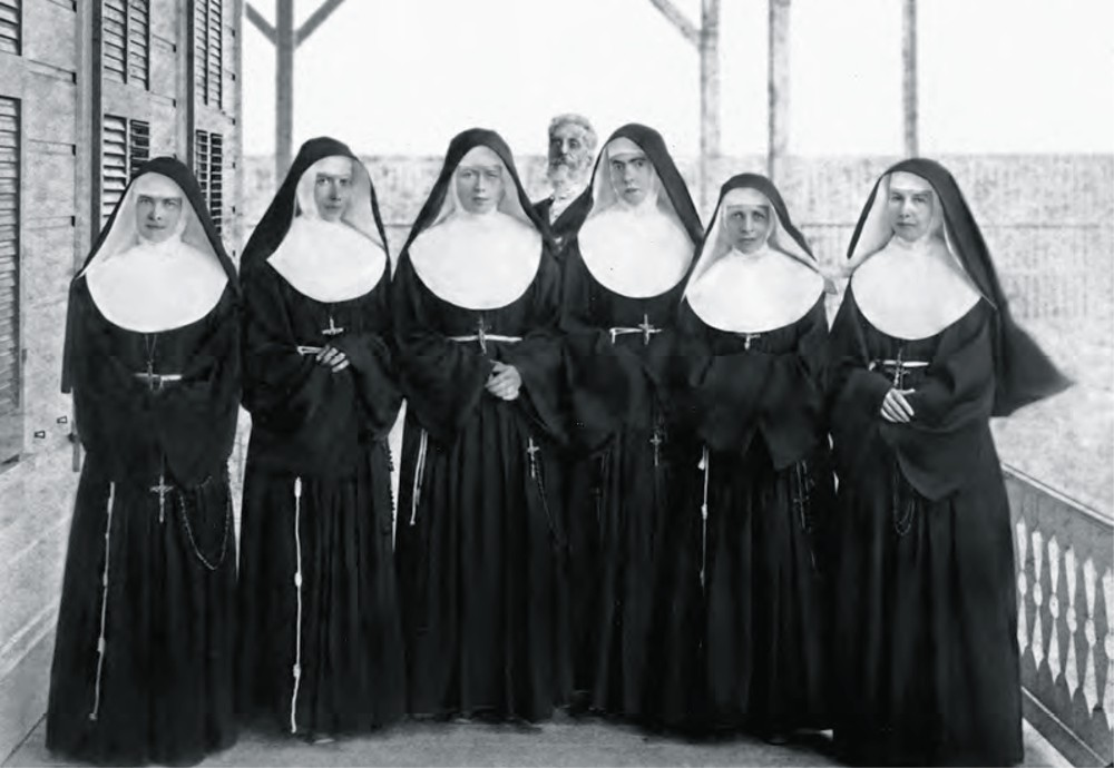 Sisters_of_St._Francis_in_1886_at_the_Branch_Hospital_for_Lepers_in_Kakaako,_Honolulu