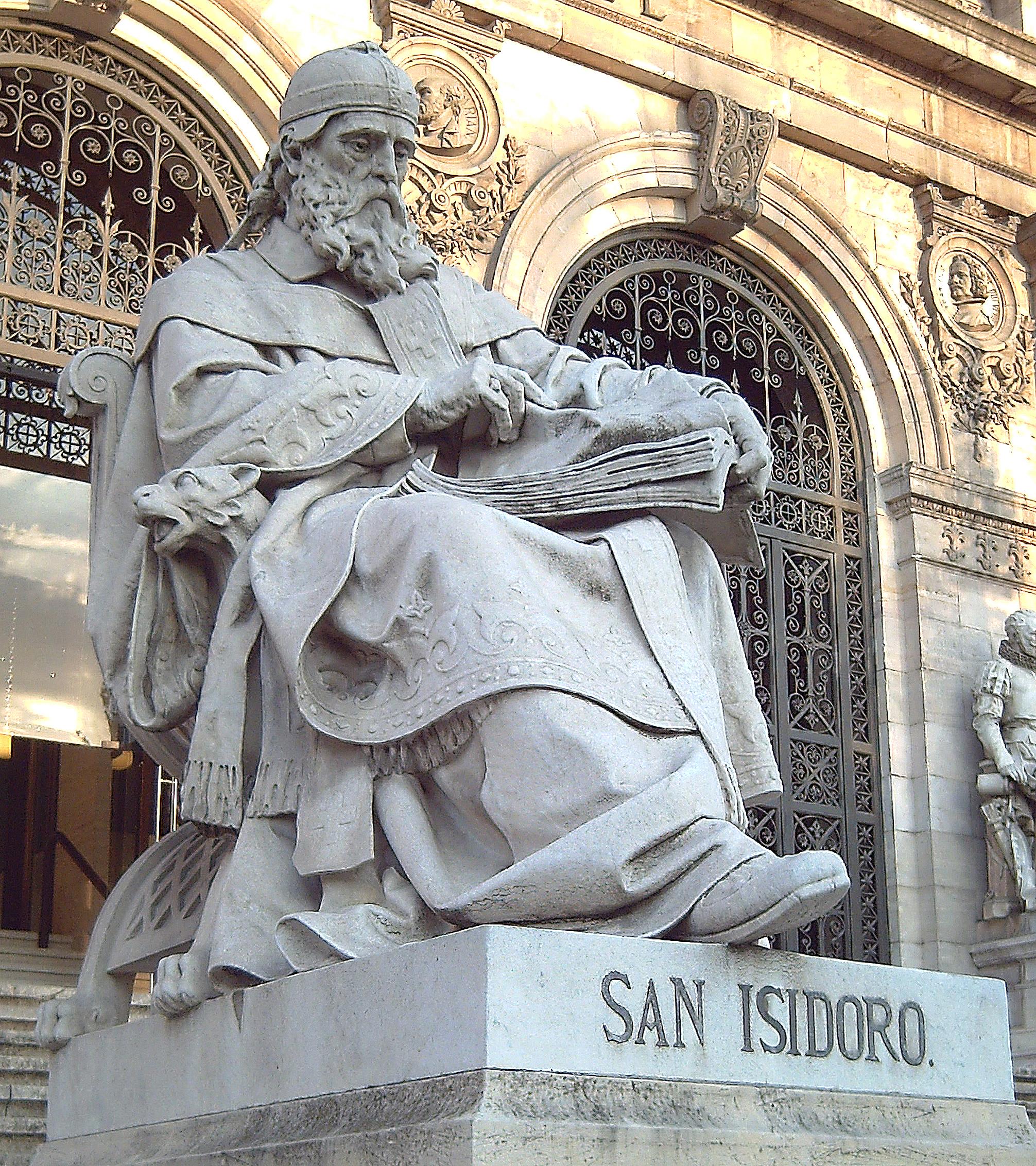 Estatua de SAN ISIDORO DE SEVILLA (c. 560-636) en la escalinata de acceso a la Biblioteca Nacional de España (Madrid). Esculpida en piedra por José Alcoverro y Amorós (1835–1910) en 1892.