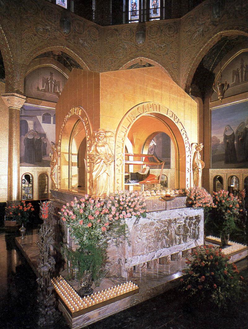 Rita_of_cascia_tomb