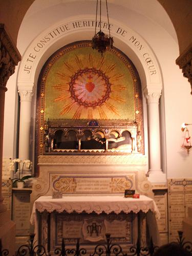 tomb2stmargaretmaryalacoque
