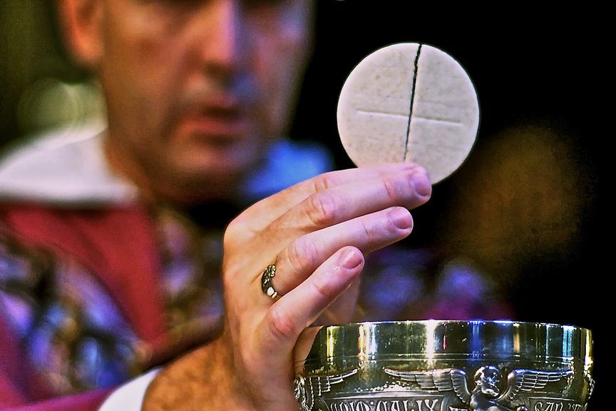web-eucharist-communion-hand-close-st-joseph-cc